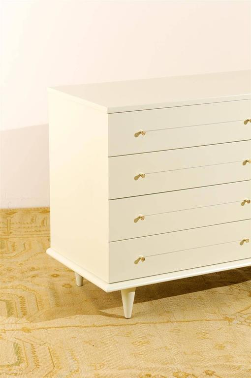 Modern Eight-Drawer Chest Restored in Cream Lacquer For Sale 2