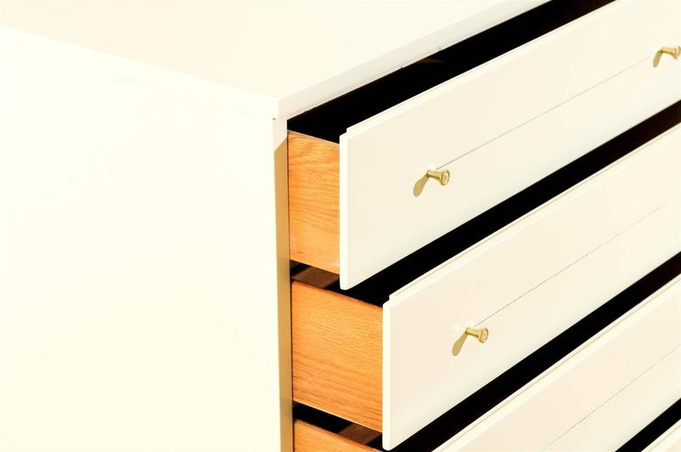 Modern Eight-Drawer Chest Restored in Cream Lacquer For Sale 1