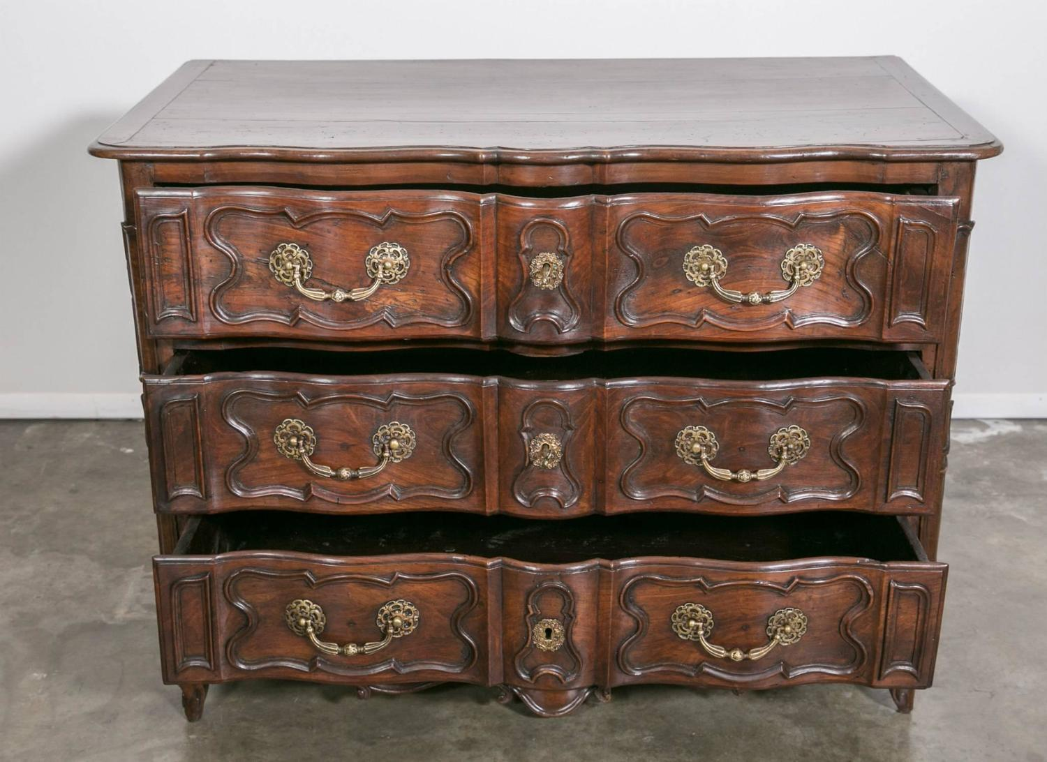 18th century french louis xv period lyonnaise commode en arbalete in walnut for sale at 1stdibs. Black Bedroom Furniture Sets. Home Design Ideas