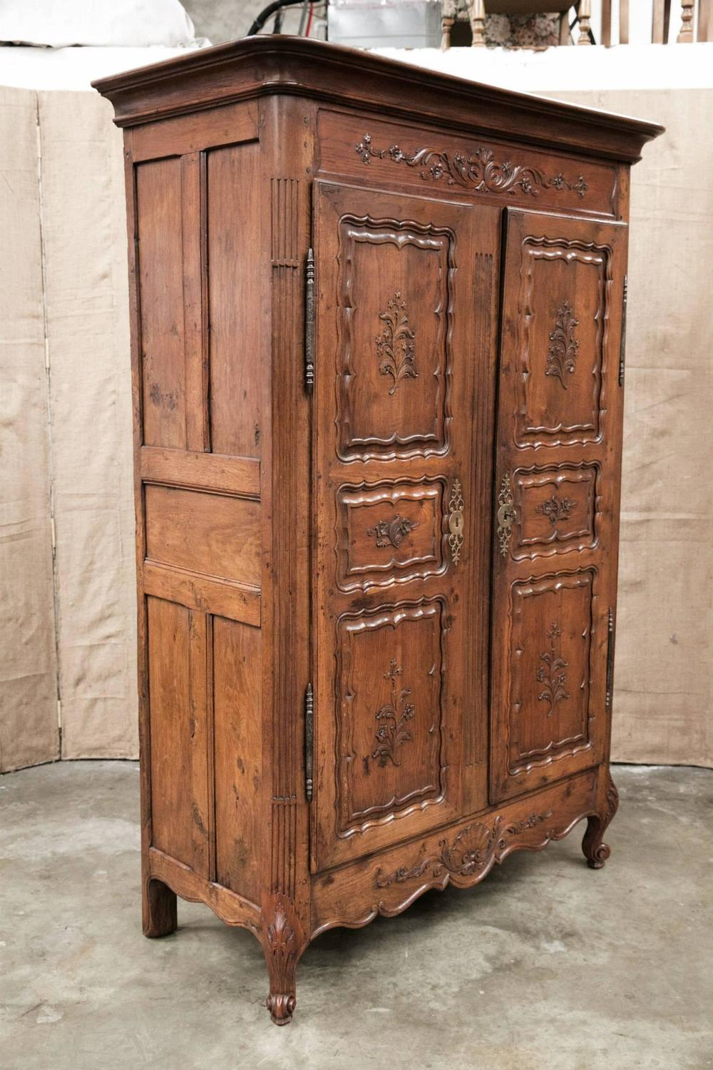 hand carved early 19th century country french louis xv. Black Bedroom Furniture Sets. Home Design Ideas