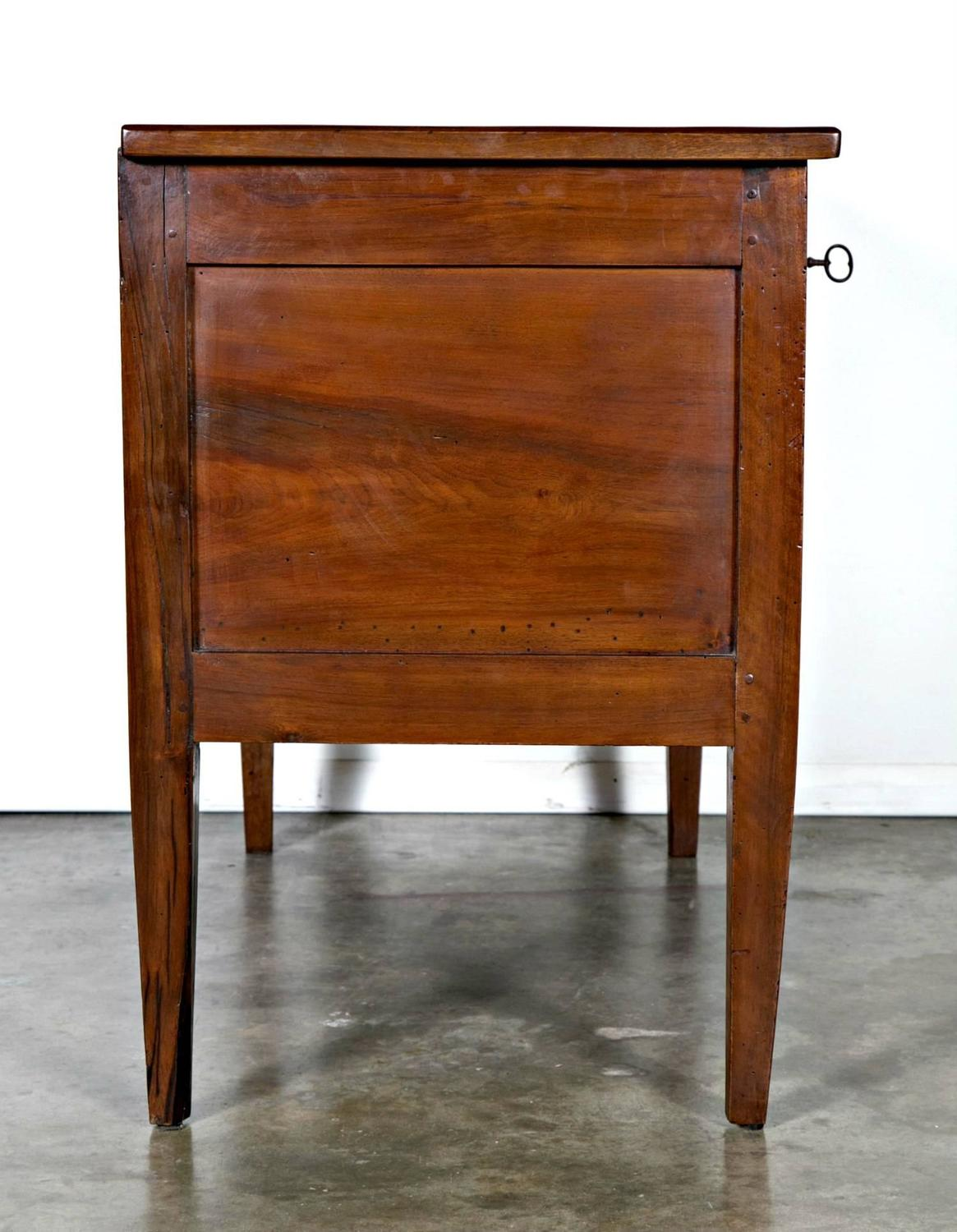18th century period walnut louis xvi petite commode for sale at 1stdibs. Black Bedroom Furniture Sets. Home Design Ideas