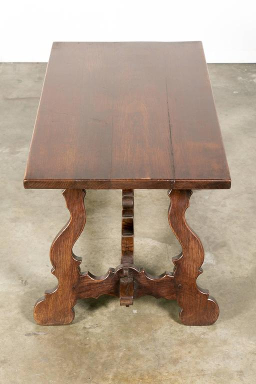 antique spanish colonial style oak coffee table for sale at 1stdibs. Black Bedroom Furniture Sets. Home Design Ideas