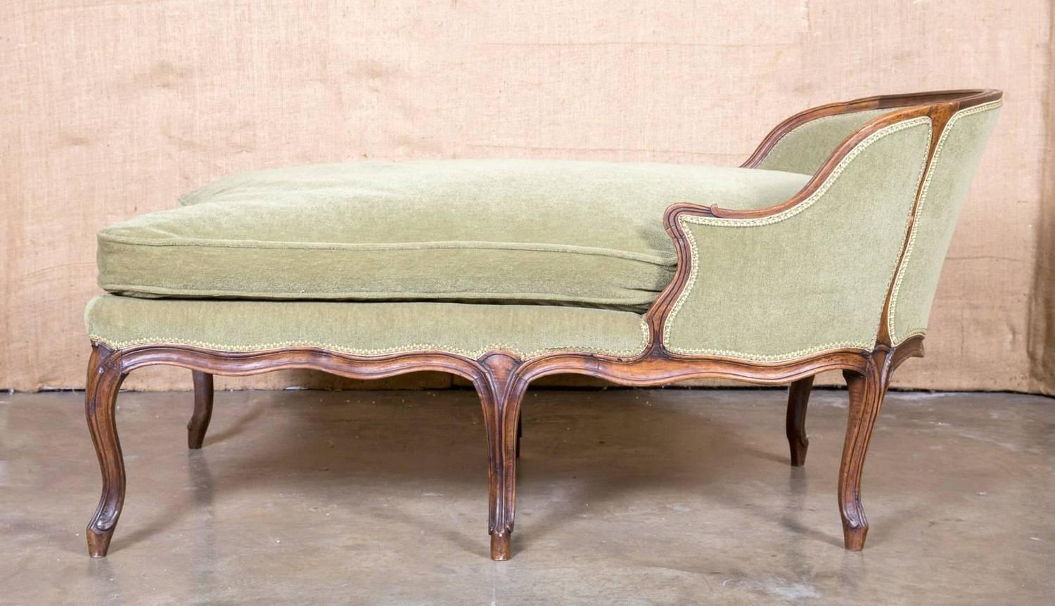 louis xv style petite chaise longue at 1stdibs. Black Bedroom Furniture Sets. Home Design Ideas