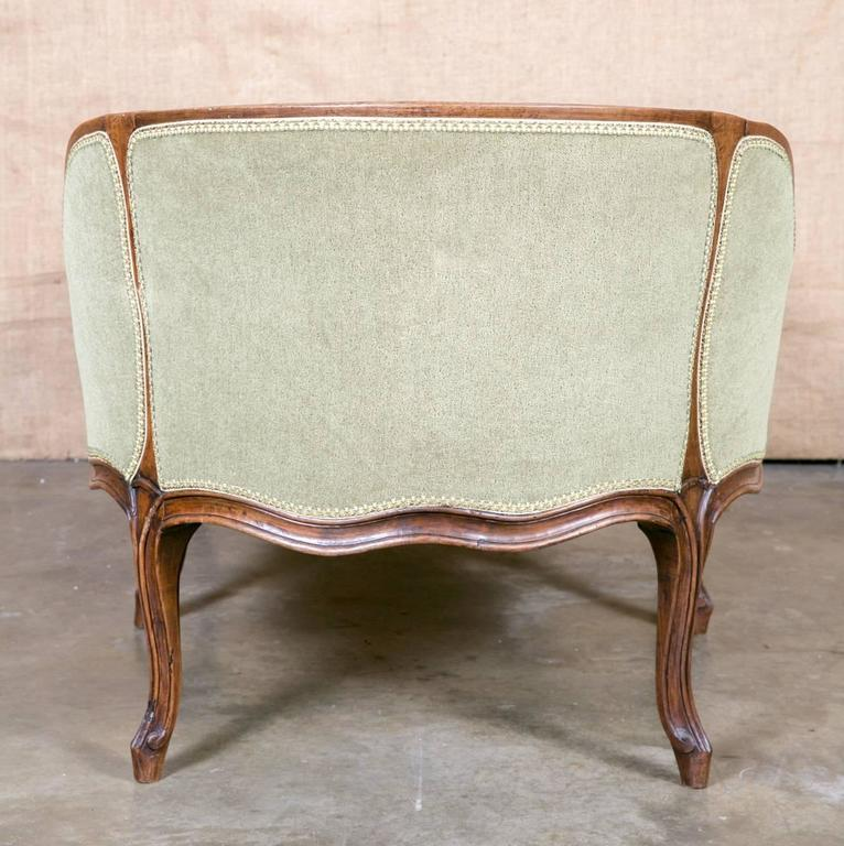 louis xv style petite chaise longue for sale at 1stdibs. Black Bedroom Furniture Sets. Home Design Ideas