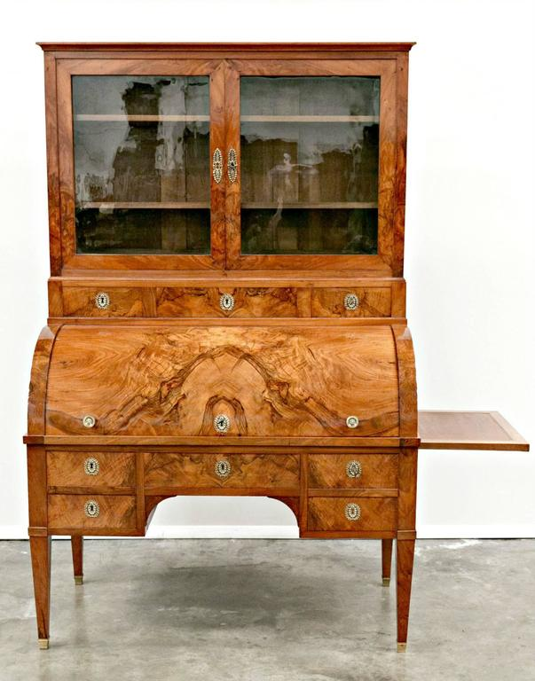 An exceptional Louis XVI period bureau à cylindre, or cylinder desk with bookcase, giving you a glimpse of the beauty of fine 18th century French furniture. The desk exhibits an exceptional blend of restrained, neoclassical elements and is formed