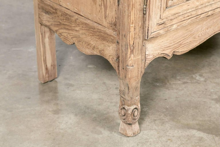 19th Century French Louis XV Bleached Oak Buffet Deux Corps from Normandy For Sale 3