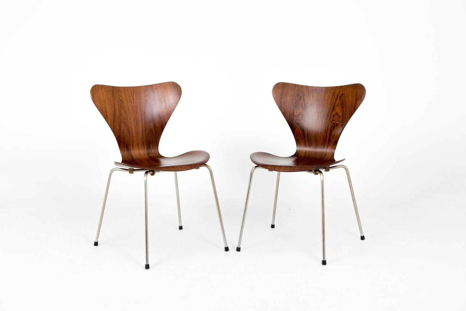 arne jacobsen set of four 3107 chairs in rosewood for sale at 1stdibs. Black Bedroom Furniture Sets. Home Design Ideas