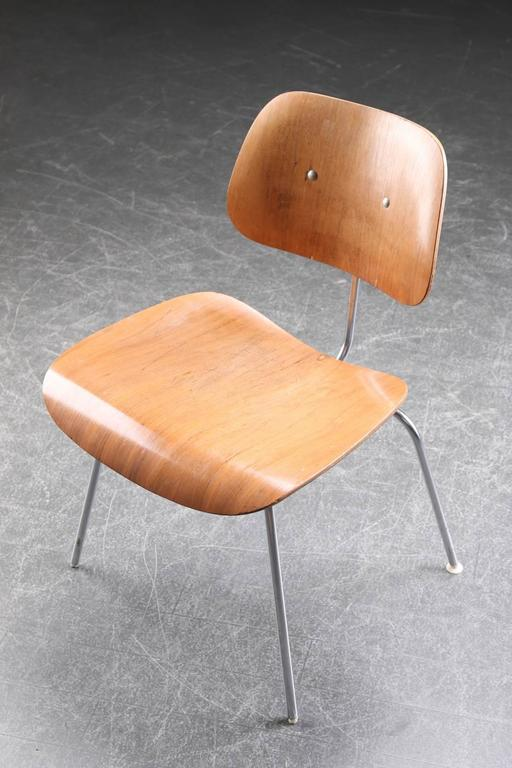 charles eames dcm dining chair for sale at 1stdibs. Black Bedroom Furniture Sets. Home Design Ideas