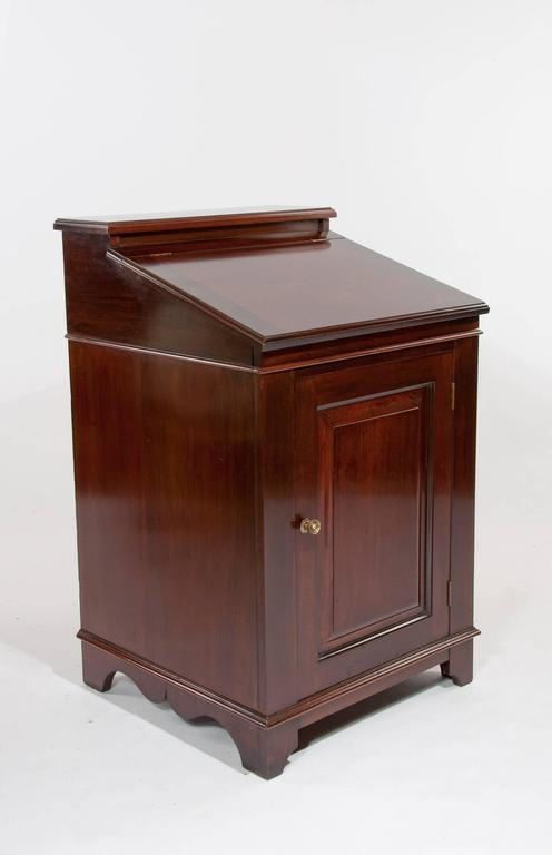 This attractive mahogany Edwardian Davenport / writing desk circa 1900s has been constructed from quality solid mahogany having a raised back above a fall front moulded edge writing slope with a raised and fielded panelled cupboard door standing on