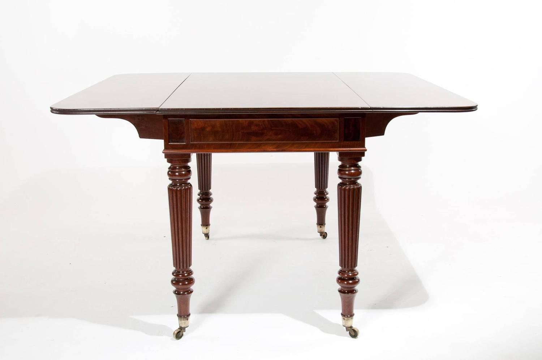 Large Gillows Regency Antique Pembroke Dining Table at 1stdibs : PembrokeDiningTable11z from www.1stdibs.com size 1500 x 996 jpeg 48kB