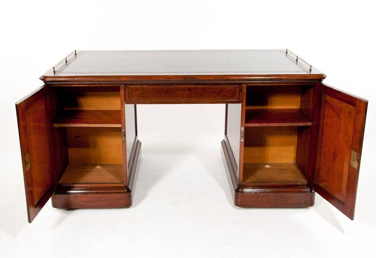 Important Historical Desk of Admiral Markham For Sale 2