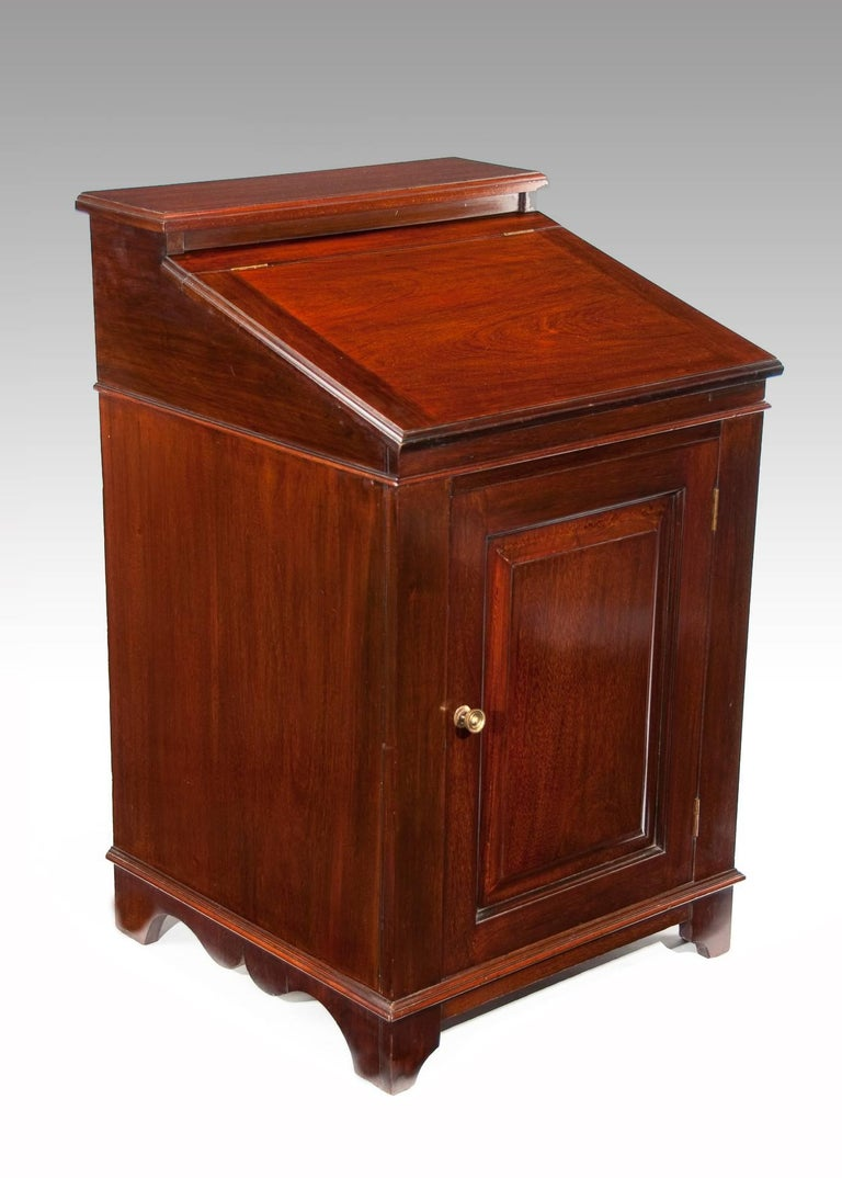 This attractive mahogany Edwardian Davenport / writing desk, circa 1900s has been constructed from quality solid mahogany having a raised back above a fall front moulded edge writing slope with a raised and fielded panelled cupboard door standing on