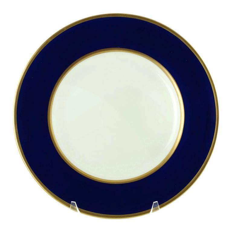 This elegant set of 18 Wedgwood bone china service/dinner plates feature cobalt blue bands  sc 1 st  1stDibs & Set of 18 Wedgwood Cobalt Blue and Gilt Banded Dinner Service Plates ...
