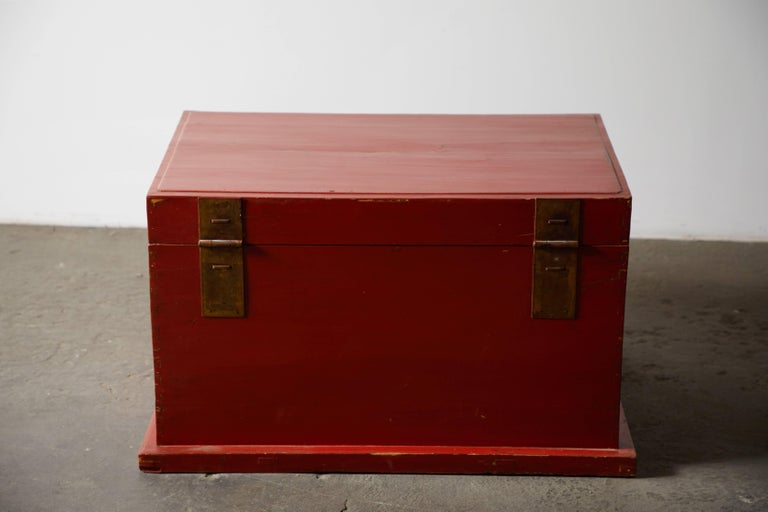 Late 19th Century Chinese Red Lacquer Trunk For Sale 1