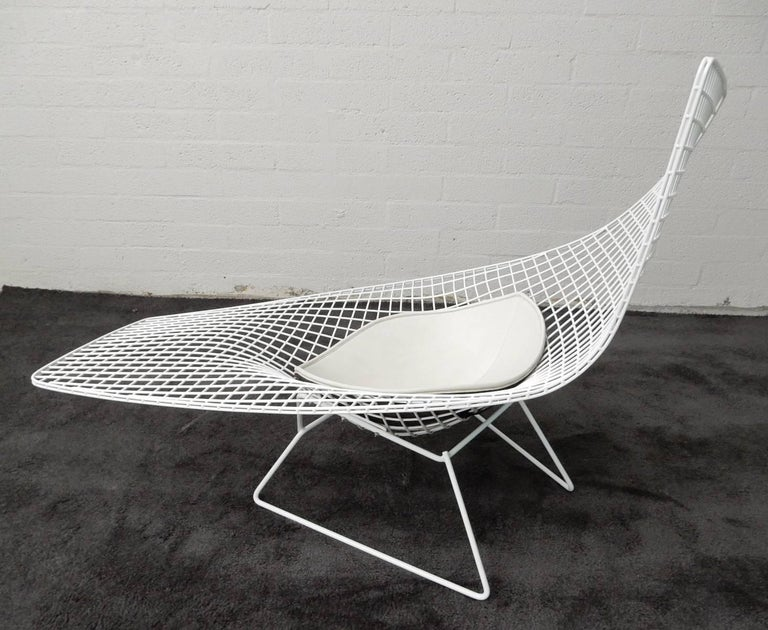 Mid Century Modern Harry Bertoia Knoll Asymmetric Sculptural Wire Chaise Longue For Sale