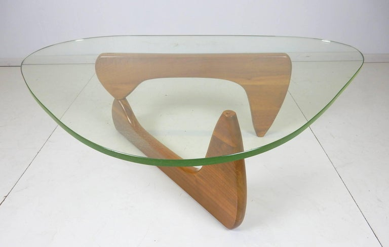 Original Early Isamu Noguchi Sculpture Coffee Table In Good Condition For Sale In Las Vegas, NV