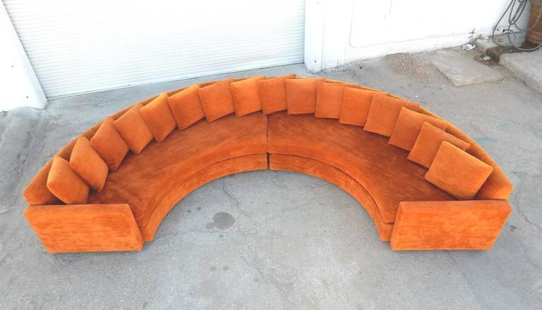 Mid Century Modern Orange Velvet Semi Circle Sofa In Good Condition For Las
