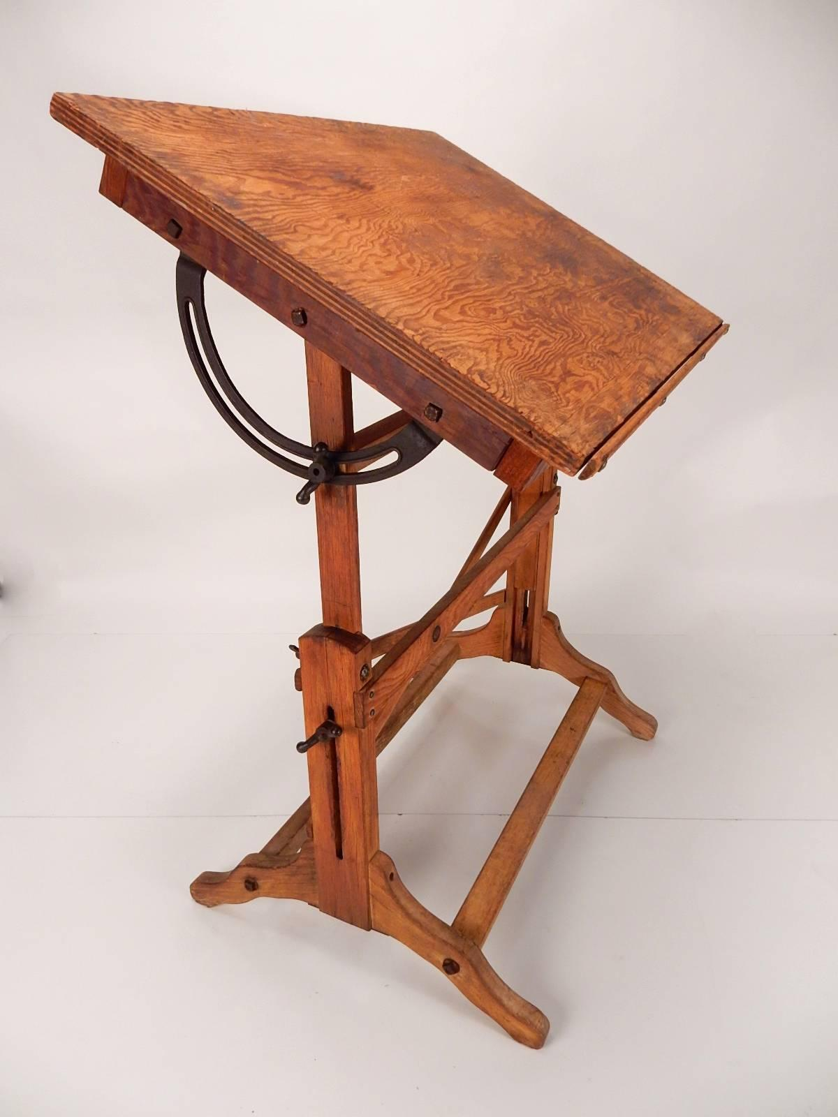 Superbe Small Scale Drafting Table By Post Drafting Materials, Circa 1930s.  Completely Original And
