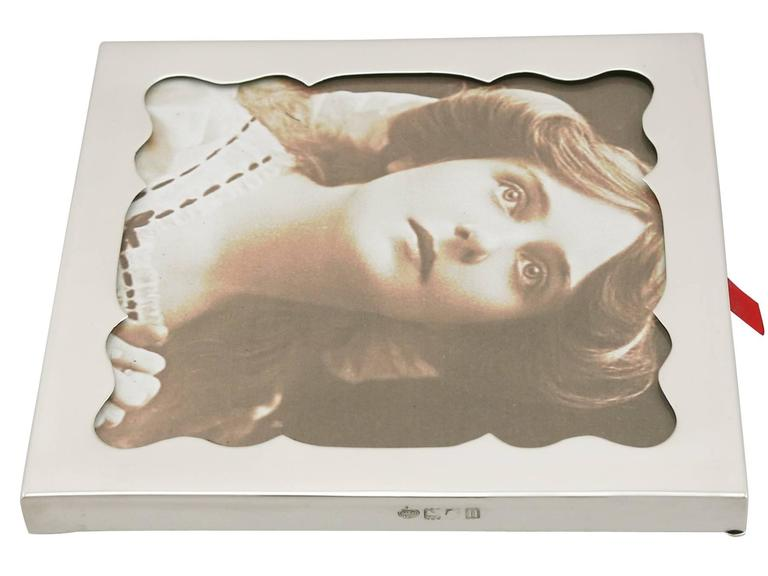 Edwardian Sterling Silver Photograph Frame by Goldsmiths & Silversmiths Co Ltd For Sale 2