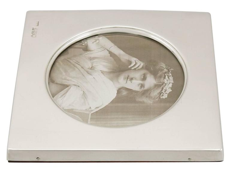 1900s Edwardian Sterling Silver Photograph Frame For Sale 2