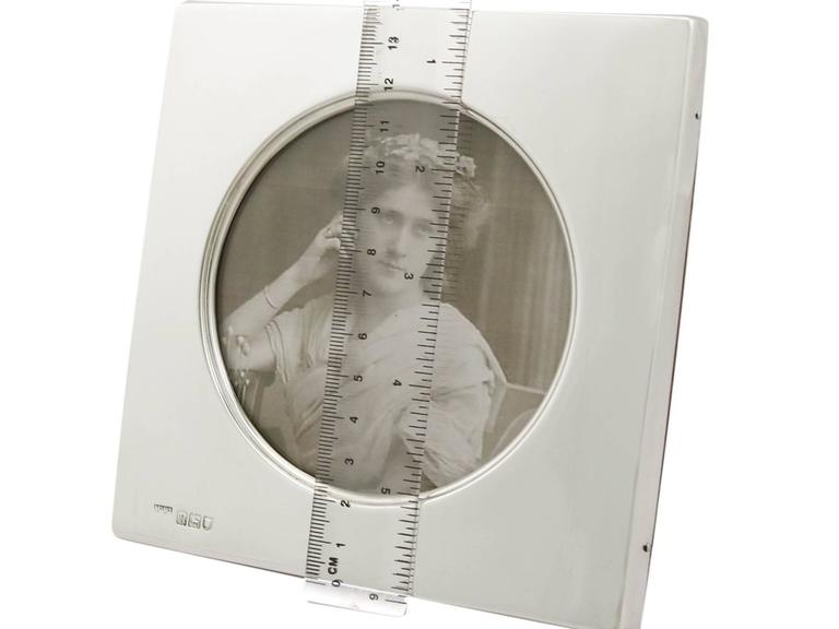 1900s Edwardian Sterling Silver Photograph Frame For Sale 4
