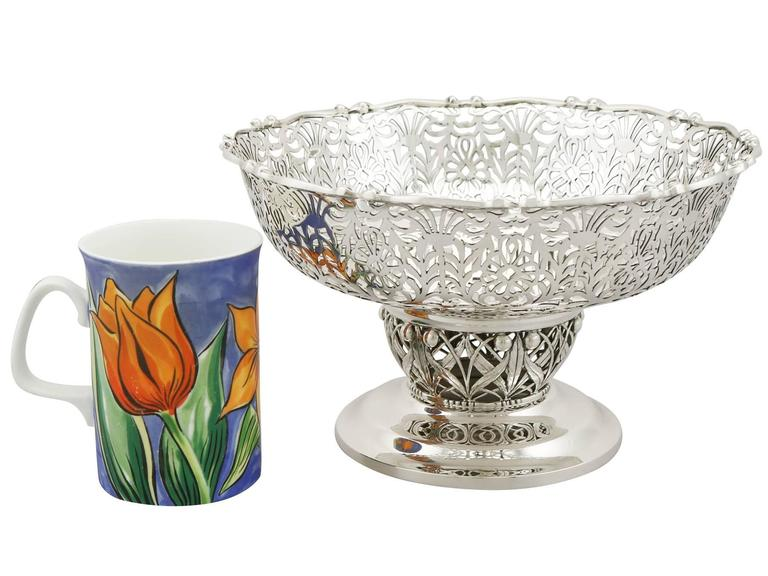 1920s Antique Sterling Silver Centerpiece / Fruit Bowl In Excellent Condition For Sale In Jesmond, Newcastle Upon Tyne