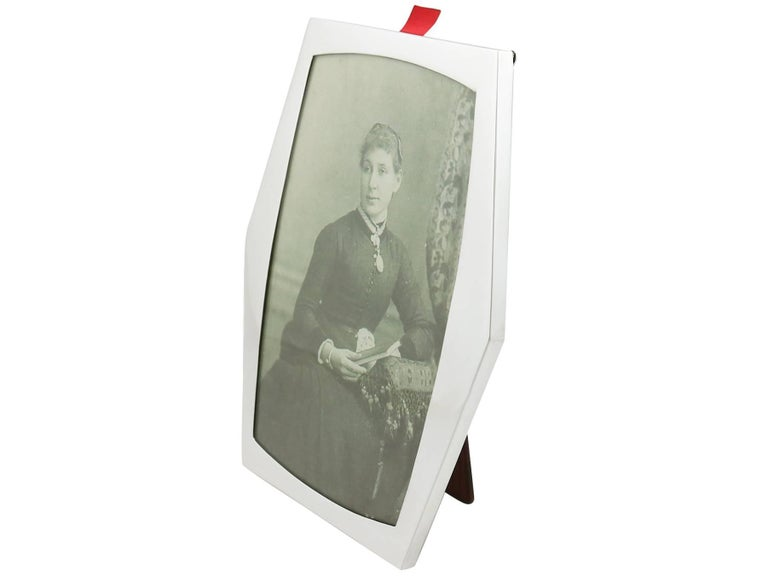 English 1910s Sterling Silver Photograph Frame For Sale
