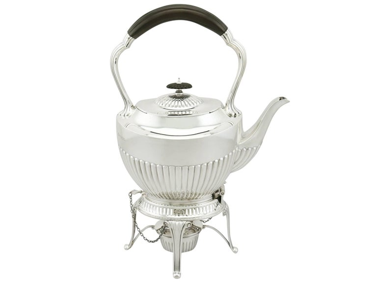 1900s Antique Edwardian Sterling Silver Spirit Tea Kettle in Queen Anne Style In Excellent Condition For Sale In Jesmond, Newcastle Upon Tyne