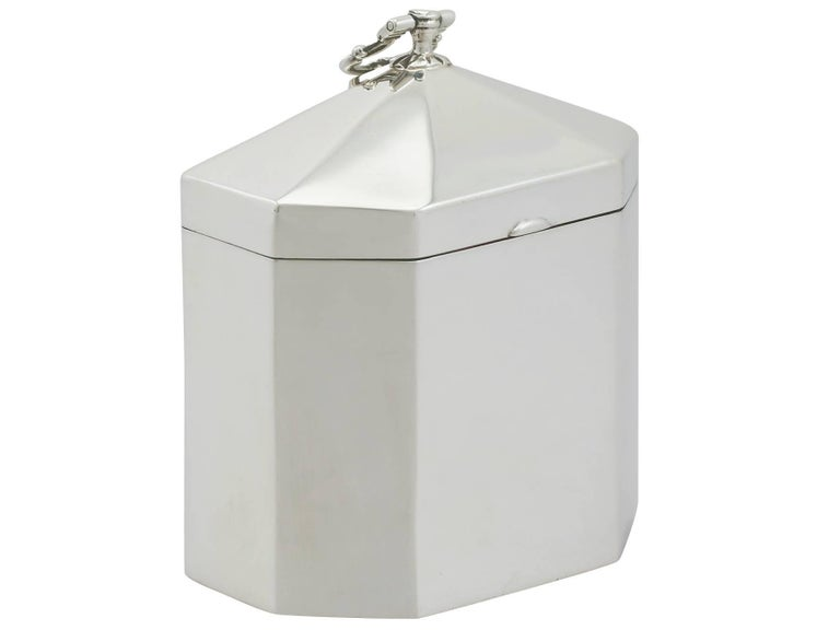 English 1890s Victorian Sterling Silver Tea Caddy For Sale