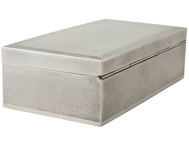 An exceptional, fine and impressive antique George V English sterling silver jewelry box, an addition to our collection of boxes and cases.