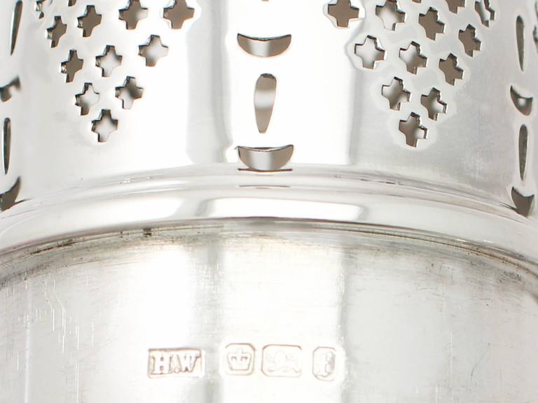 Antique Victorian Sterling Silver Baluster Shaped Sugar Caster For Sale 1