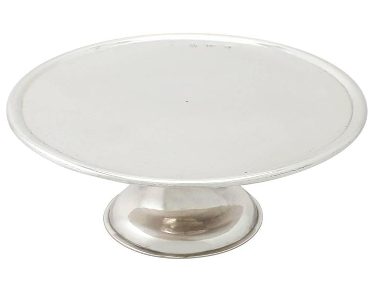 An exceptional, fine and impressive, rare antique George I Scottish sterling silver tazza; part of our Georgian silverware collection.  This exceptional antique George I Scottish sterling silver tazza has a plain circular form onto a cylindrical