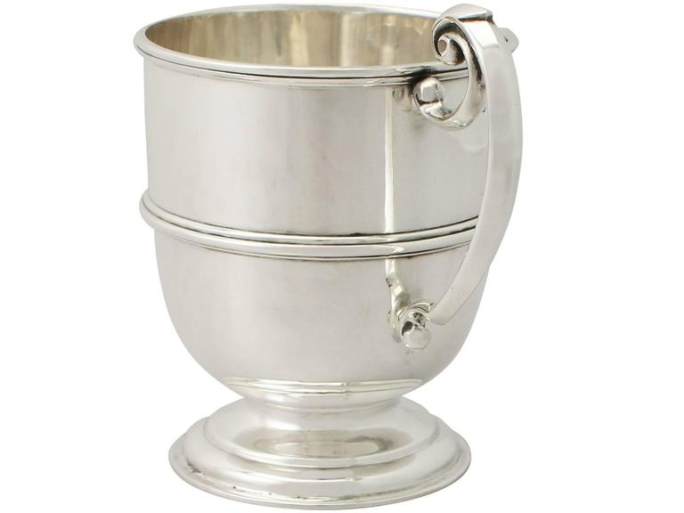 Sterling Silver Christening Mug, Antique George V In Excellent Condition For Sale In Jesmond, Newcastle Upon Tyne