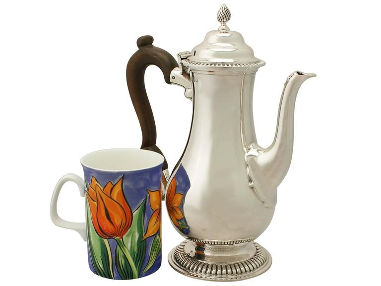 An exceptional, fine and impressive antique George V English sterling silver coffee pot made by Richard Comyns in the George III style, an addition to our silver tea ware collection.