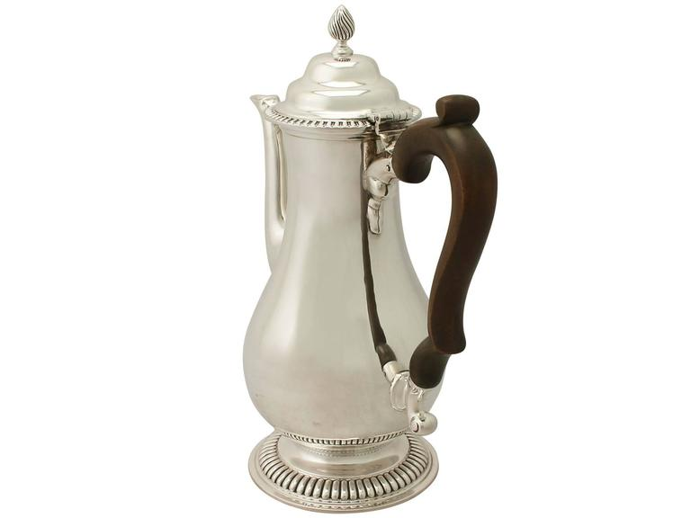 Sterling Silver Coffee Pot by Richard Comyns, George III Style, Antique In Excellent Condition For Sale In Jesmond, Newcastle Upon Tyne
