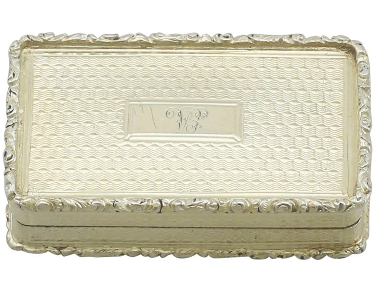 An exceptional, fine and impressive antique Victorian English sterling silver gilt castle top vinaigrette depicting Abbotsford House; an addition to our collectable box collection.  This exceptional antique sterling silver gilt vinaigrette has a