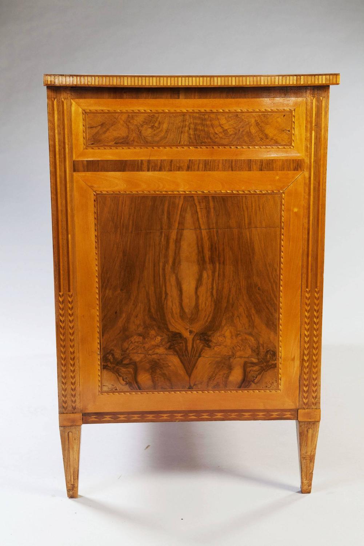 A fine late 18th century Louis XVI neoclassical walnut parquetry commode at 1 -> Aquarium Table Baroque