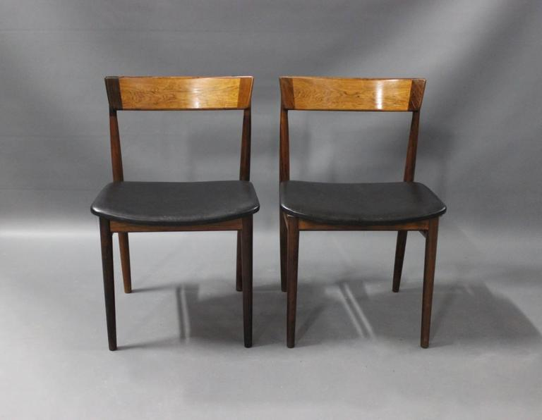 A pair of dining room chairs, model 39, designed by Henry Rosengren Hansen and manufactured by Brande Moebelindustri in the 1960s. The chairs is with seats of black leather and of rosewood.