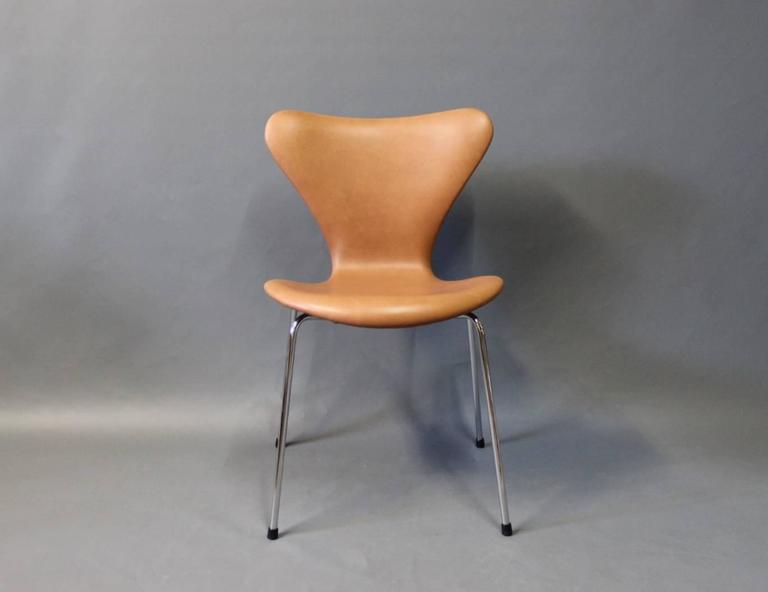 Set of four seven chairs by arne jacobsen and fritz hansen for Chaise arne jacobsen