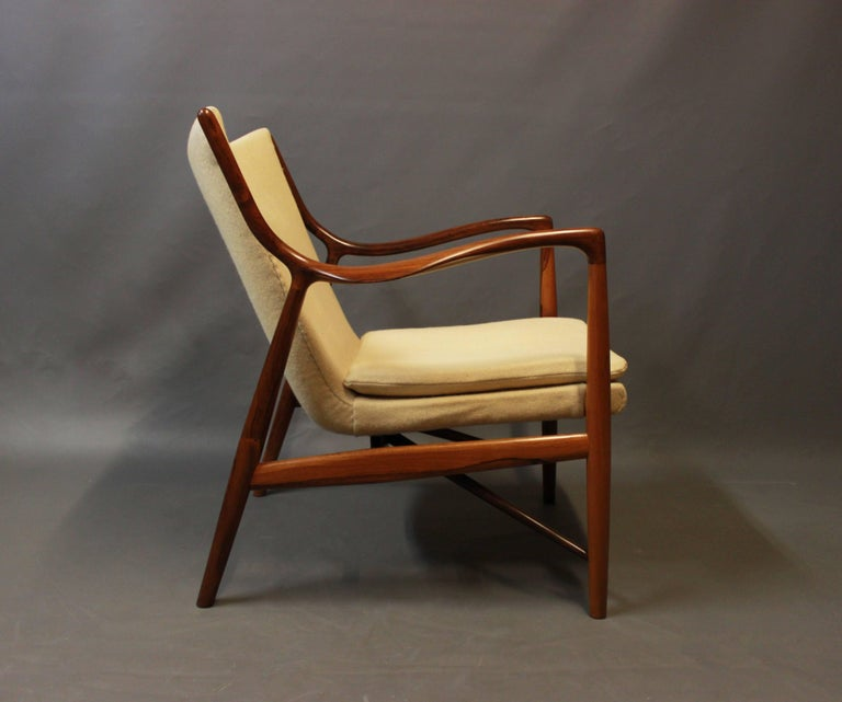 NV45 armchair in rosewood and light wool designed by Finn Juhl in 1945 and manufactured by Niels Vodder in the late 1940s. The chair is in excellent condition.