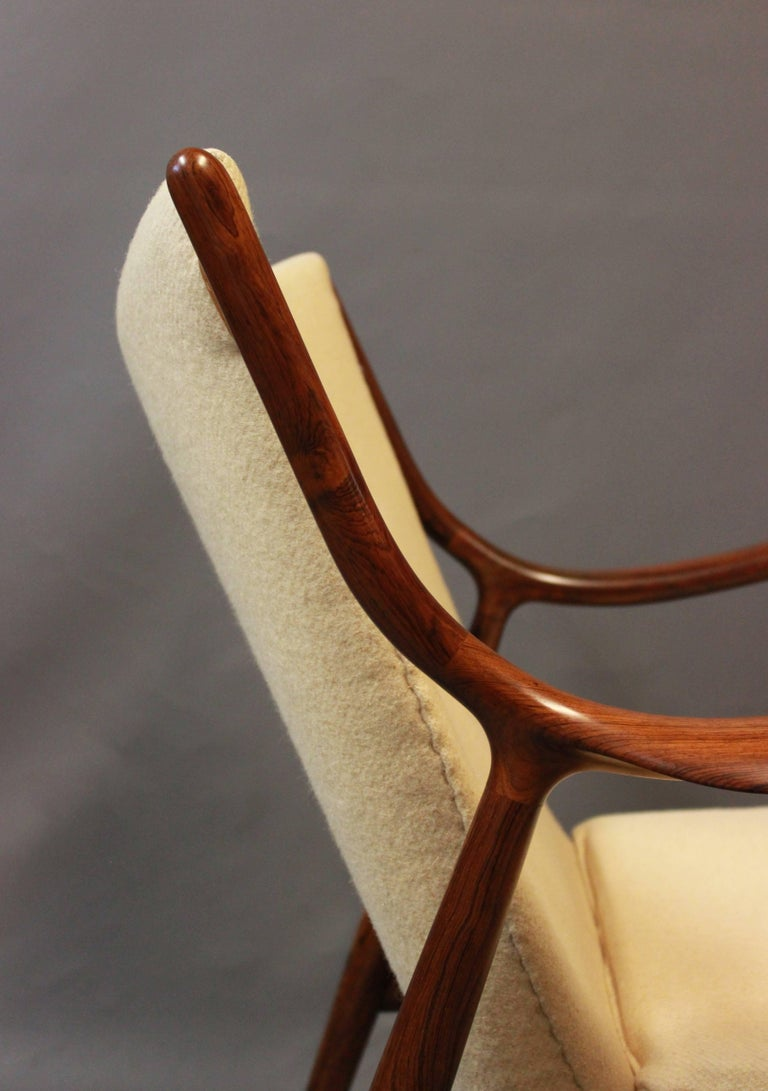 Mid-20th Century NV45 Armchair in Rosewood and Light Wool by Finn Juhl and Niels Vodder, 1940s For Sale