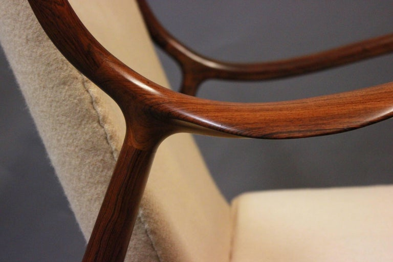 NV45 Armchair in Rosewood and Light Wool by Finn Juhl and Niels Vodder, 1940s For Sale 1