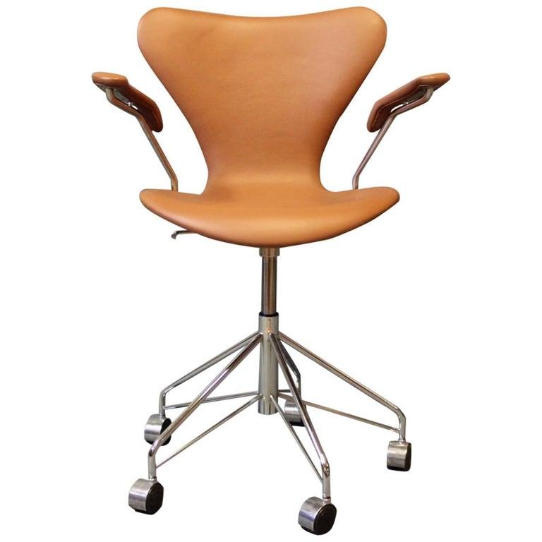 """Seven"" Office Chair, Model 3217 by Arne Jacobsen and Fritz Hansen"
