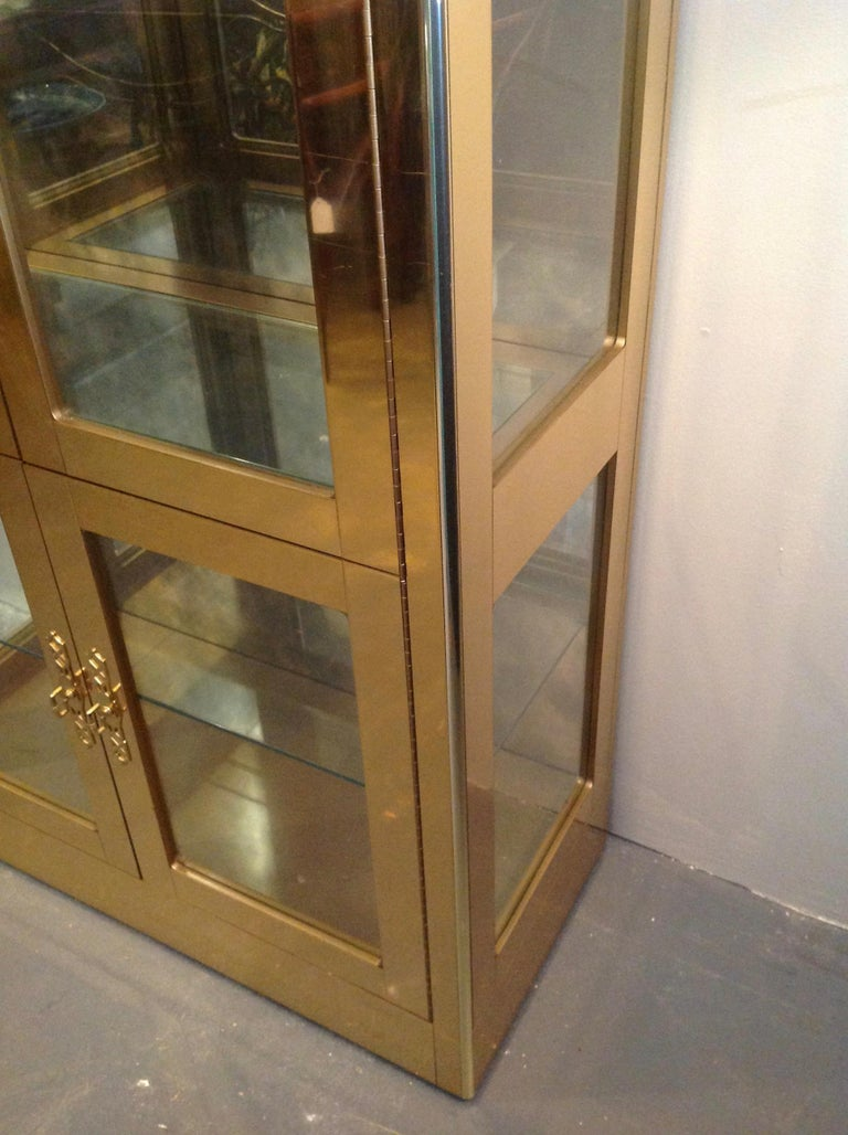Signed Mastercraft Midcentury Brass Vitrine or Display Cabinet In Good Condition For Sale In West Palm Beach, FL
