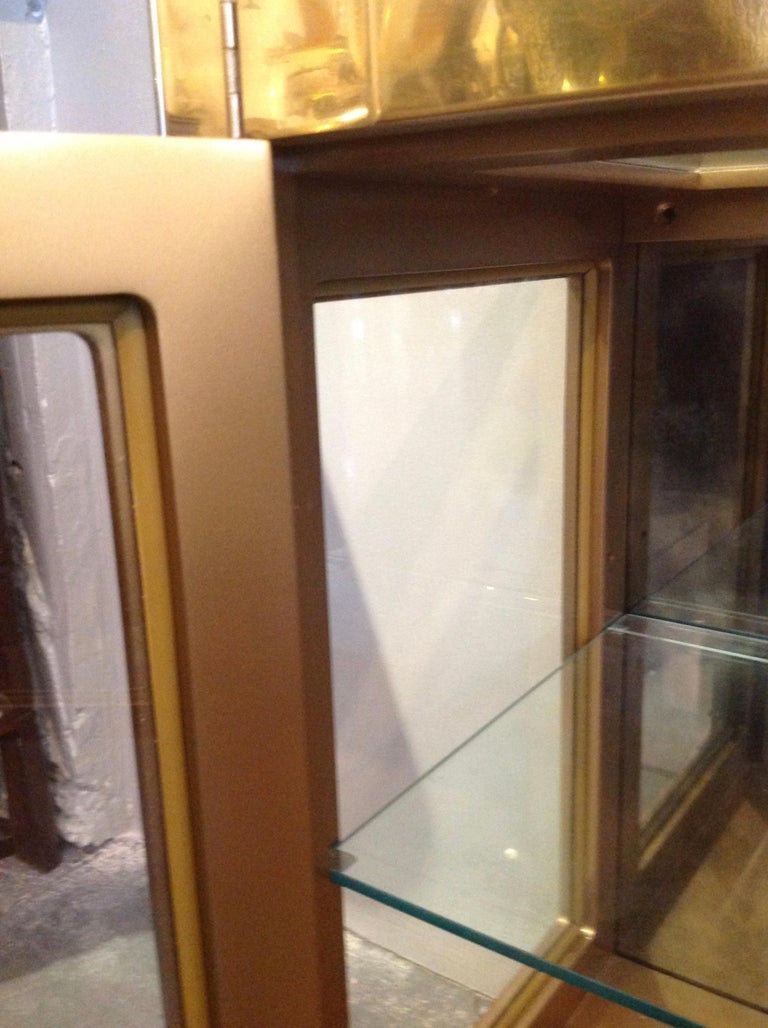 Signed Mastercraft Midcentury Brass Vitrine or Display Cabinet For Sale 4
