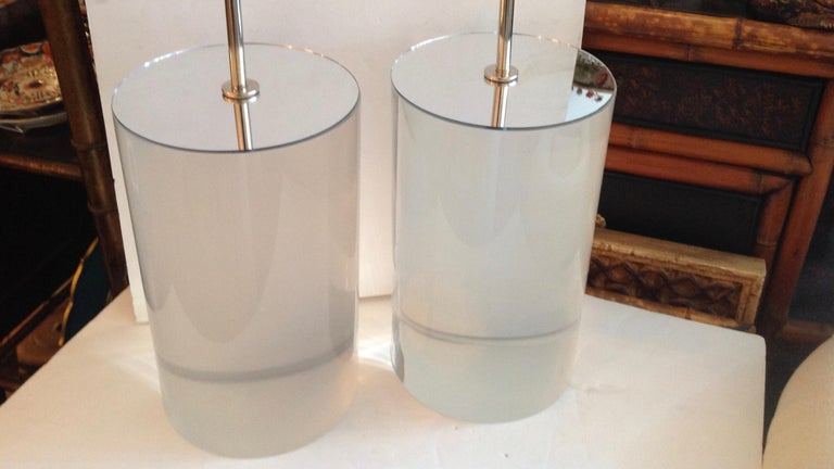 Superbly fashioned with mirrored tops and chrome-plated fittings. Lamps measured to finials. Lucite bases are 13.5