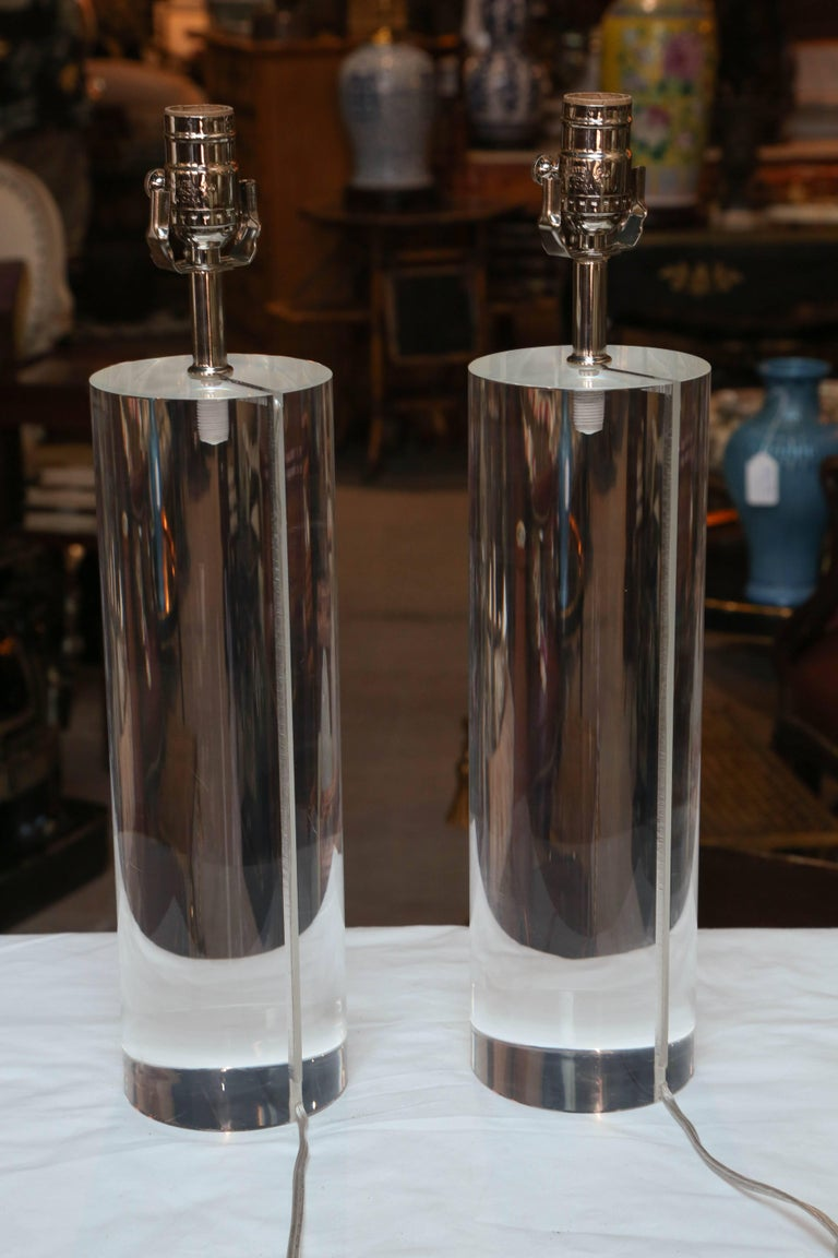 20th Century Pair of Midcentury Lucite Cylinder Lamps For Sale