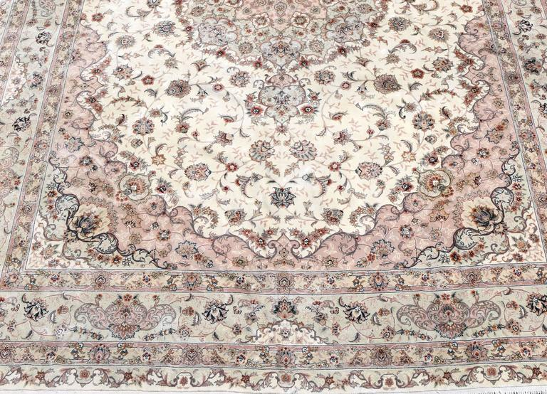 Kashan Persian Style Hand-Knotted Wool and Silk Rug For Sale 1