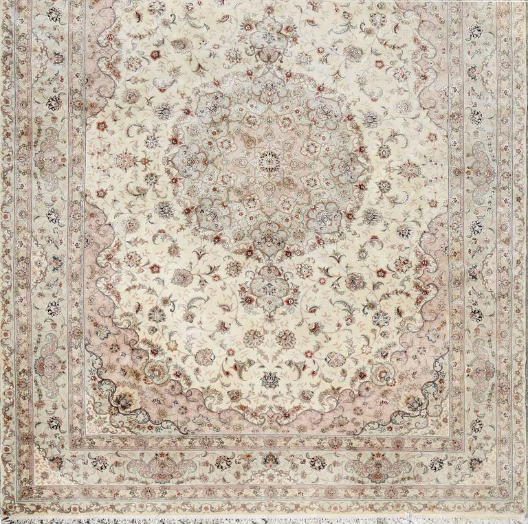Kashan Persian Style Hand-Knotted Wool and Silk Rug For Sale 3