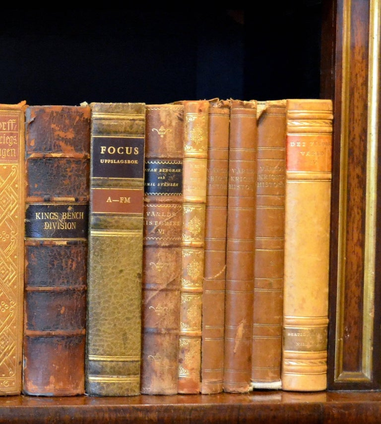 Meter of Early 20th Century Leather Bound Books, Series 21/22 For Sale 1